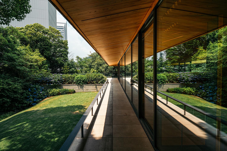竹中大工道具館の庇と庭