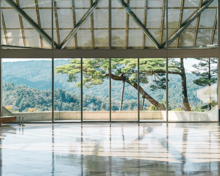 MIHO MUSEUM(ミホ ミュージアム)メインロビー